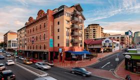 Central Brunswick Apartment Hotel - בריסביין - בניין