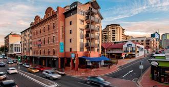 Central Brunswick Apartment Hotel - Brisbane - Building