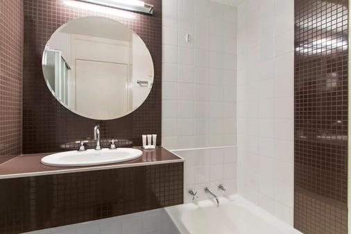 Metro Hotel Perth - Perth - Bathroom
