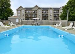 Canadas Best Value Inn & Suites-Charlottetown - Charlottetown - Pool