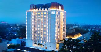 Four Points by Sheraton Bandung - Bandung - Building