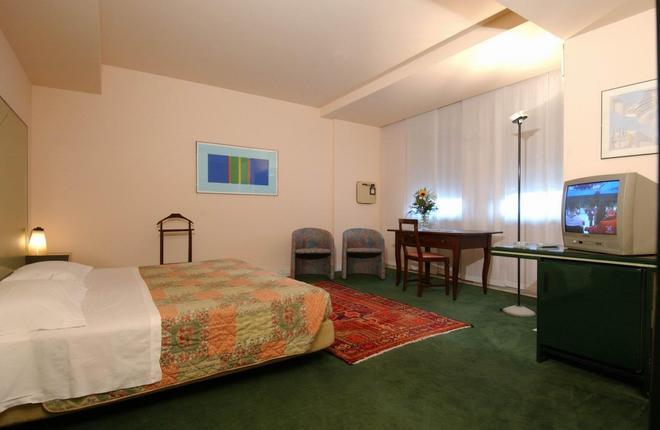 布昂科斯里奧酒店 - 特倫托 - 特倫托 - 臥室