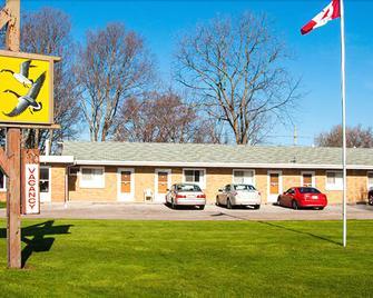 Adams Golden Acres Motel - Kingsville - Building