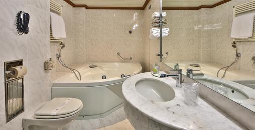 Best Western Hotel Moderno Verdi - Genoa - Bathroom