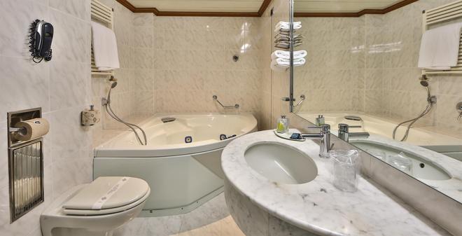 Best Western Hotel Moderno Verdi - Genova - Kylpyhuone