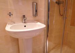 La Gaffe - London - Bathroom