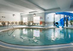 Best Western Premier Freeport Inn Calgary Airport - Calgary - Pool