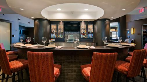 Best Western Premier Freeport Inn Calgary Airport - Calgary - Bar