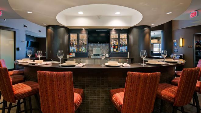 最佳西方精品及套房自由港酒店 - 卡加立 - 卡爾加里 - 酒吧