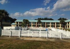 Garden Inn and Suites - Pensacola