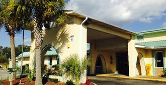 Garden Inn and Suites - Pensacola - Building