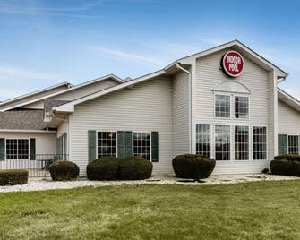 Econo Lodge Inn and Suites - Dickson - Building