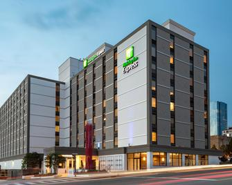 Holiday Inn Express Nashville Downtown Conf Ctr - Nashville - Building