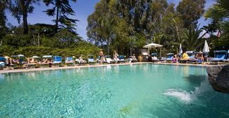 Central Park Hotel Terme - איסקיה - בריכה