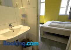 The Hive Party Hostel - Budapest - Bathroom