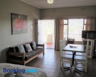 The Tweni Waterfront Guest Lodge - Port Shepstone - Huiskamer