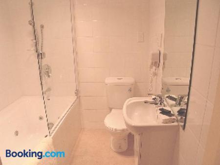 Amalfi Motor Lodge - Christchurch - Bathroom