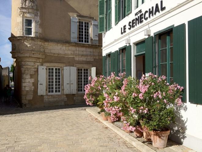 Hôtel Le Sénéchal - Ars-en-Ré - Outdoors view