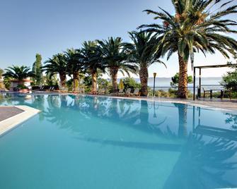 Sunrise Resort Hotel - Míthymna - Басейн