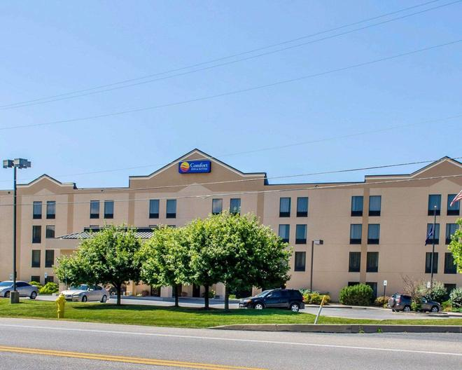 Comfort Inn & Suites - York - Building