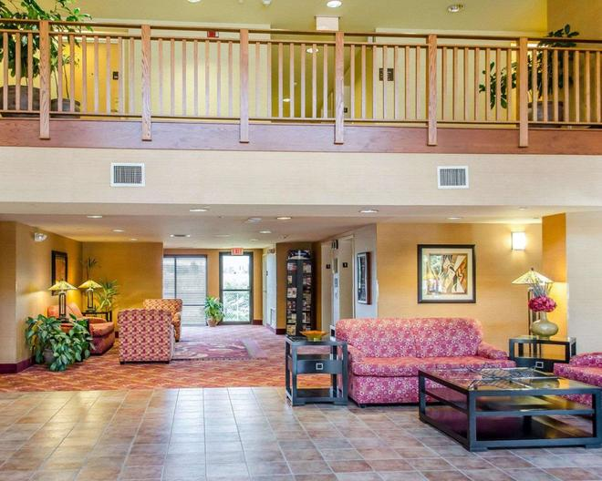 Comfort Inn & Suites - York - Lobby