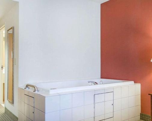 Comfort Inn & Suites - York - Μπάνιο