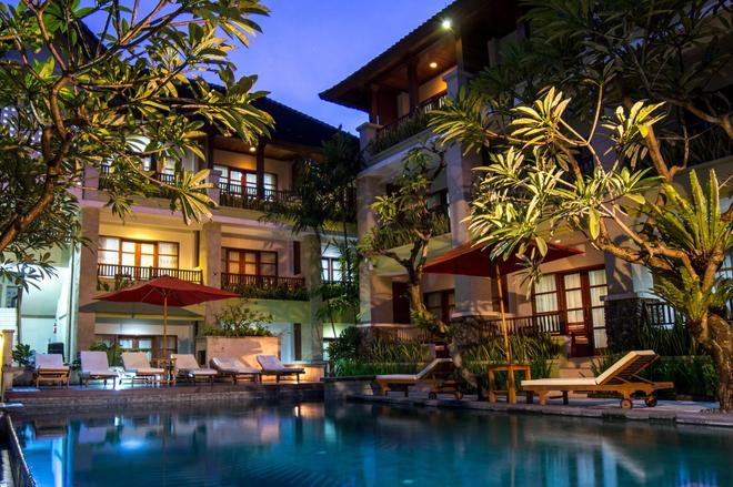 Fourteen Roses Beach Hotel - Kuta - Building