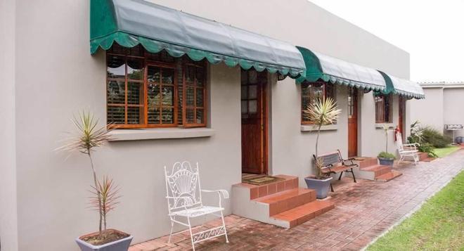 17 On 5th Avenue Walmer Guest House - Port Elizabeth - Patio