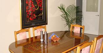 Millers Haven Homestay - Tauranga - Dining room