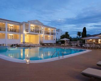 Royal Nidri Hotel & Apartments - Nydri - Zwembad