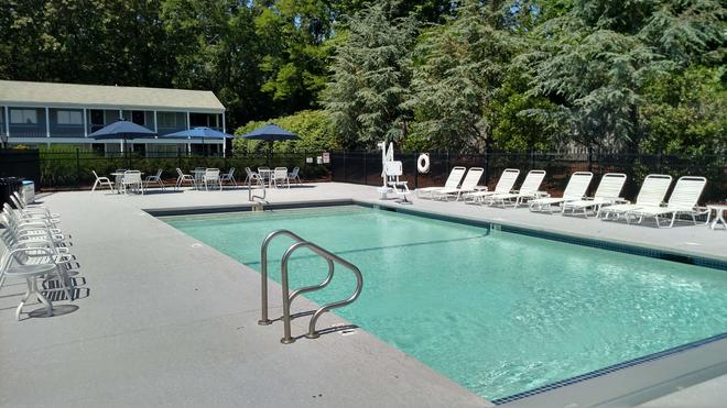 Best Western Plus Cold Spring - Plymouth - Pool