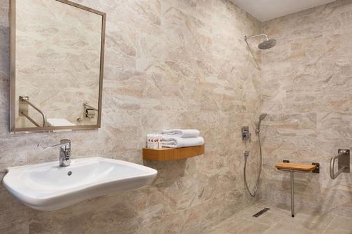Tryp By Wyndham Izmit - İzmit - Bathroom