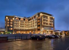 Tryp By Wyndham Izmit - İzmit - Building