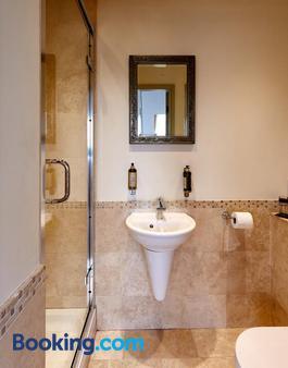 Dorian House - Bath - Bathroom