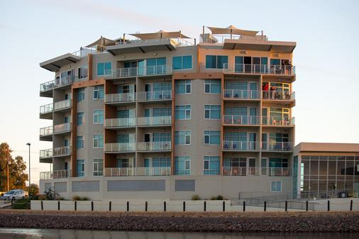 Wallaroo Marina Apartments - Wallaroo - Building
