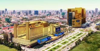 NagaWorld Hotel & Entertainment Complex - Пномпень - Вид снаружи