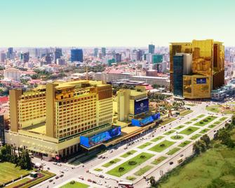 NagaWorld Hotel & Entertainment Complex - Phnom Penh - Outdoor view
