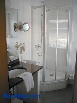 Restaurant Und Hotel Zum Weissen Ross - Mölln (Schleswig-Holstein) - Bathroom