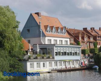 Restaurant Und Hotel Zum Weissen Ross - Molln - Gebouw