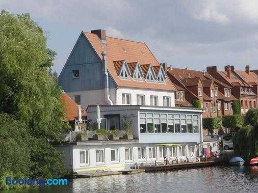 Restaurant Und Hotel Zum Weissen Ross - Mölln (Schleswig-Holstein) - Building