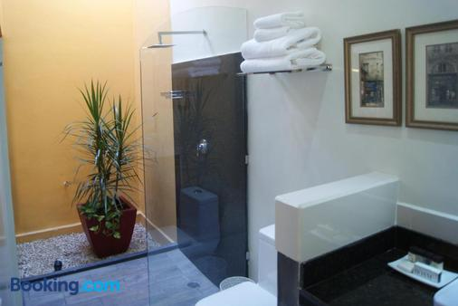 Ochenta Y Dos An Urban Bed & Breakfast - Mérida - Bathroom