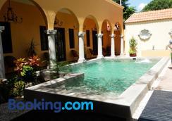 Ochenta Y Dos An Urban Bed & Breakfast - Mérida - Pool