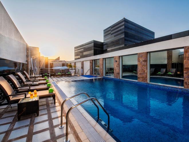 Golden Tulip Doha - Doha - Pool