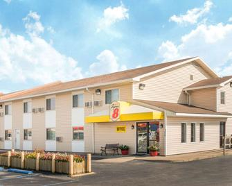 Super 8 by Wyndham Moberly MO - Moberly - Building