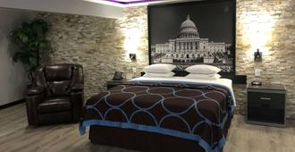 Super 8 by Wyndham Moberly MO - Moberly - Bedroom