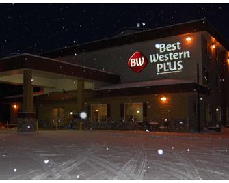 Best Western Plus Pioneer Park Inn - Фейрбенкс - Building