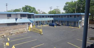Guest Host Motel - St. Louis - Building