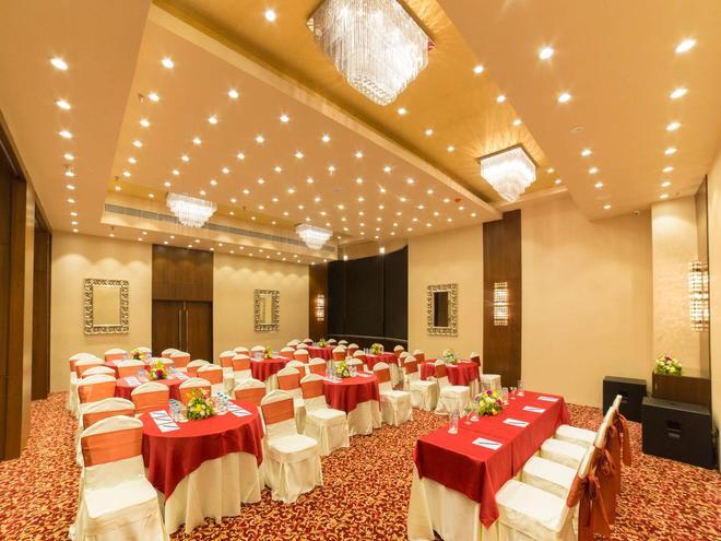 加爾各答金鬱金香飯店 - 加爾各答 - 宴會廳