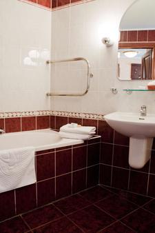 Salute - Kyiv - Bathroom