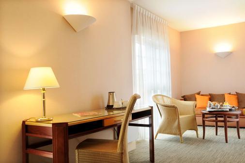貝斯特韋斯特普瓦捷中心格蘭大酒店 - 普瓦捷 - 普瓦捷 - 客廳